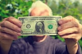 2 Financial Woes That Can Signal the Start of Dementia