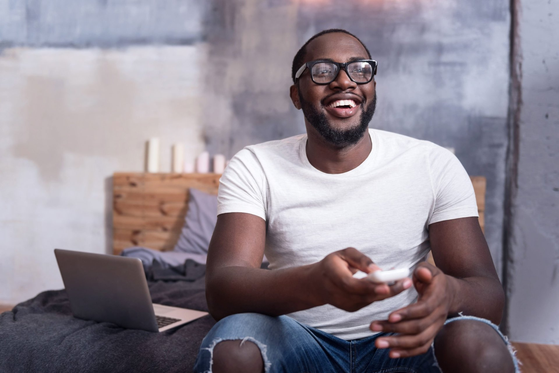 man watching a free streaming service
