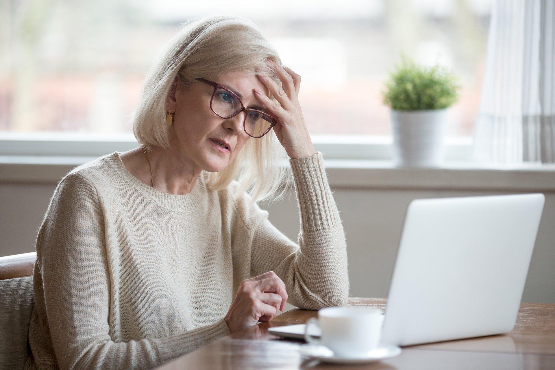 Woman Senior w Computer