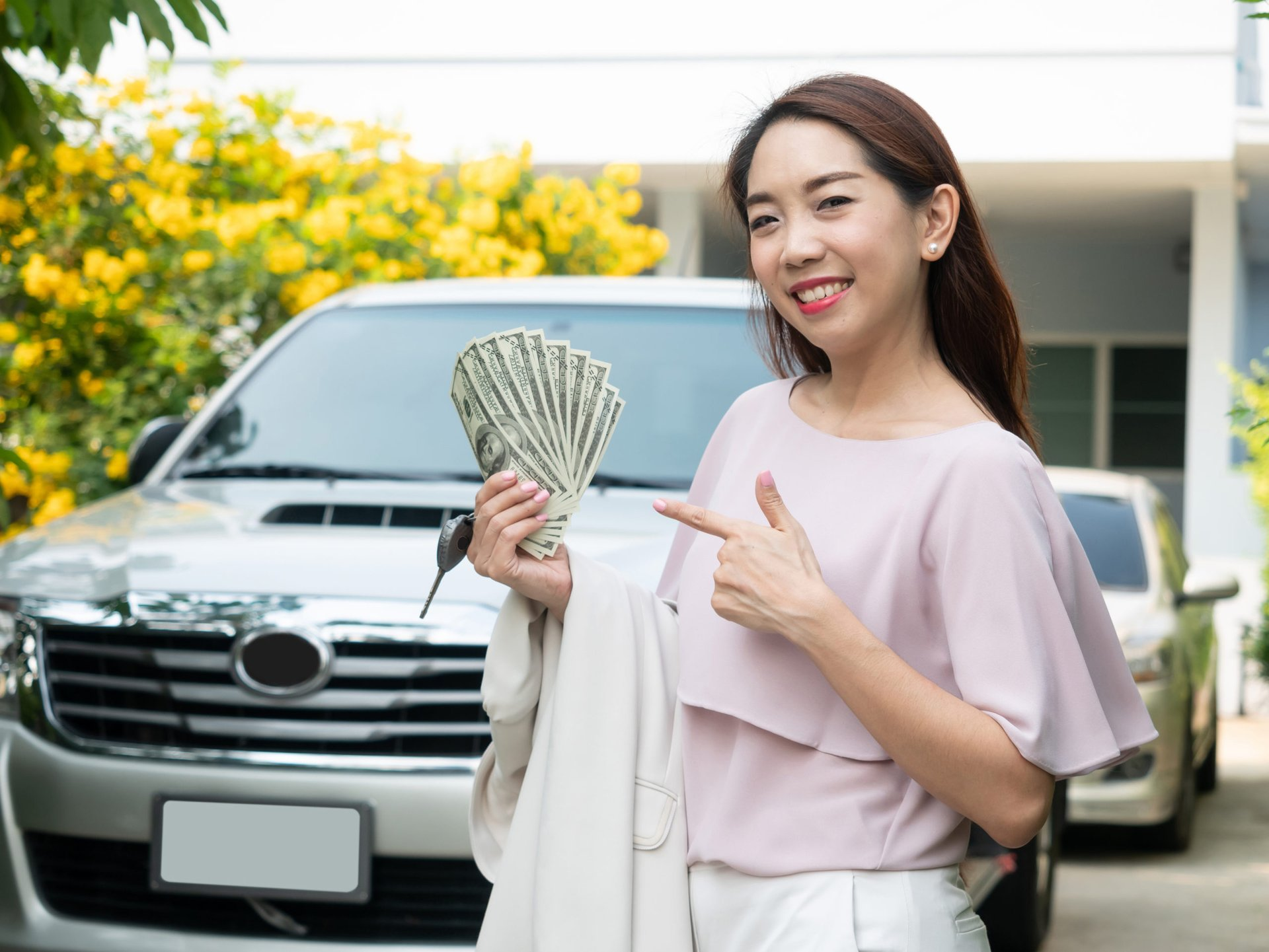 Driver with money