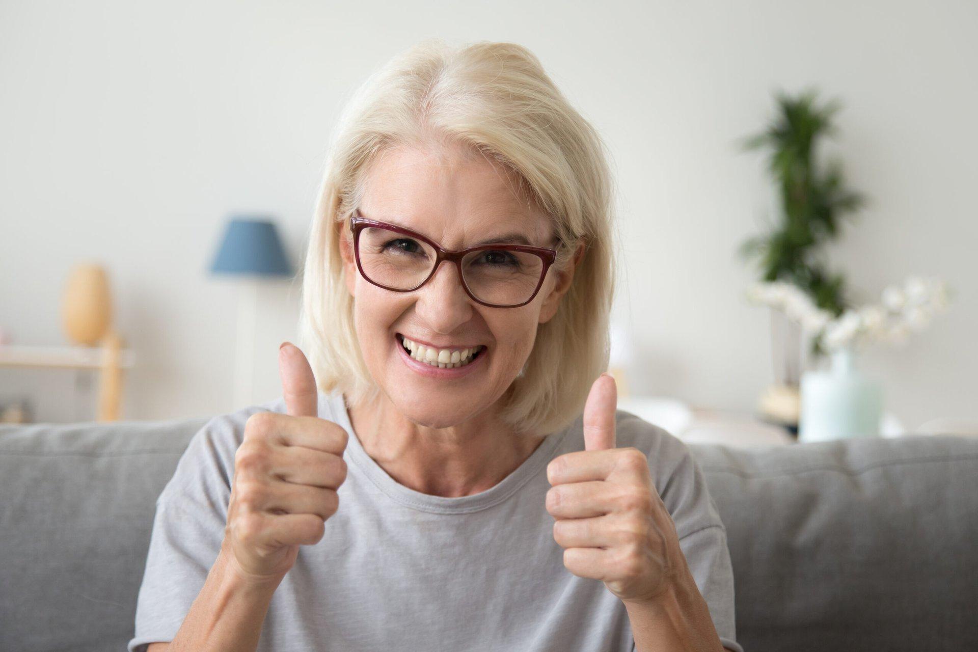 worry free senior thumbs up