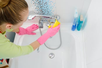 7 Tricks to Cleaning Your Bathroom Faster