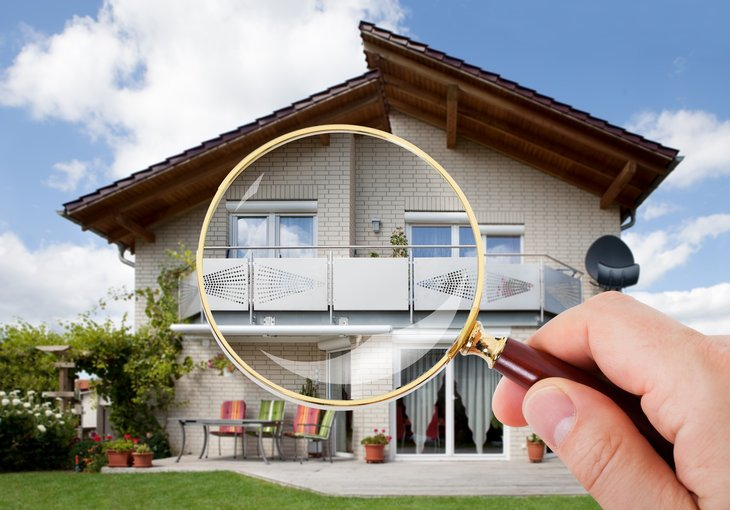 Magnifying glass in front of luxury home