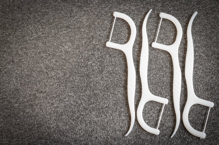 Teeth flossing devices