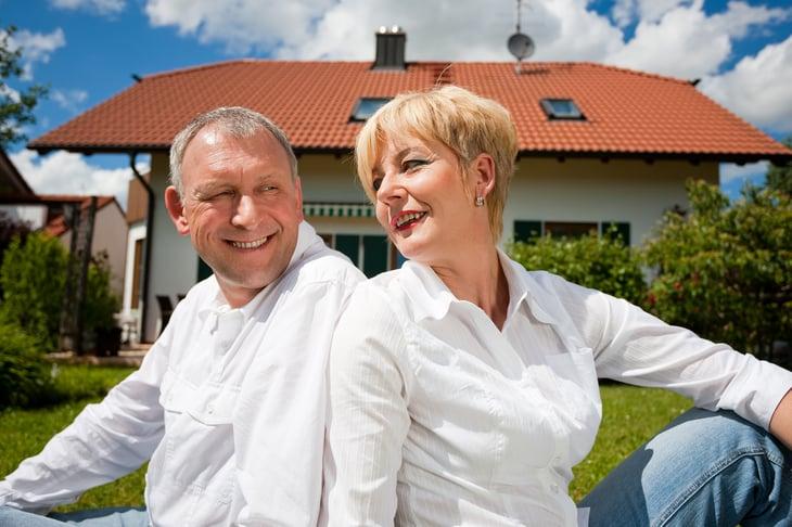 Couple Senior w House
