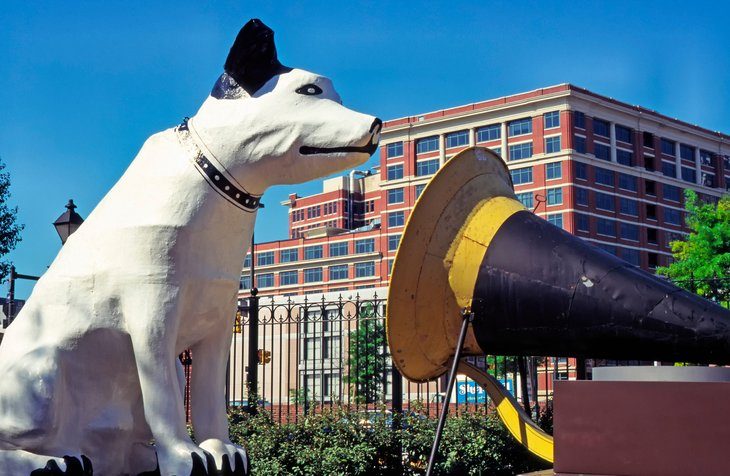 Statue of Nipper the dog, the RCA mascot