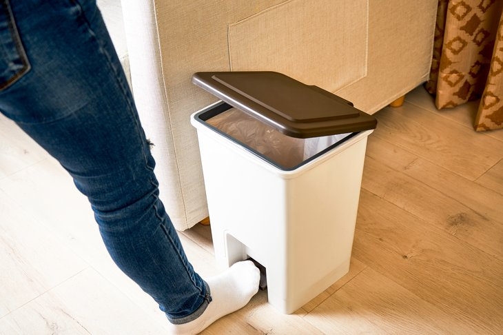 Open lid foot trash can pedal
