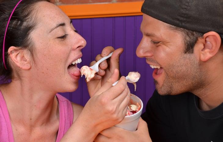 Young couple eating frozen yogurt