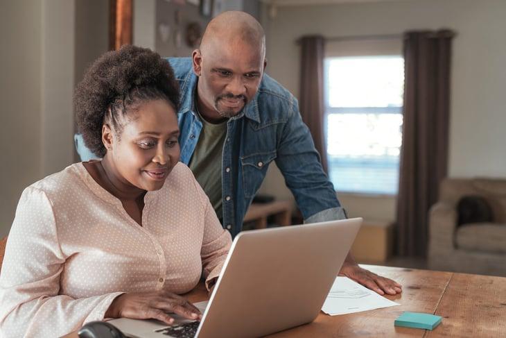 couple using a budget app