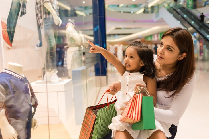 mother and child shop for the new school season