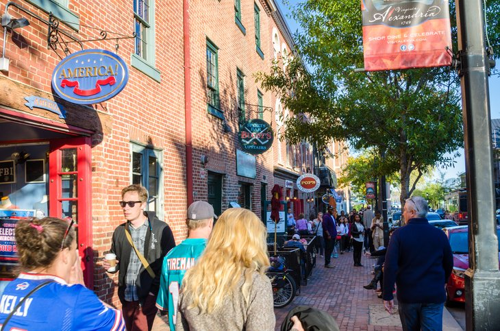 Alexandria, Va: Crowded Sidewalk shoppers King Street