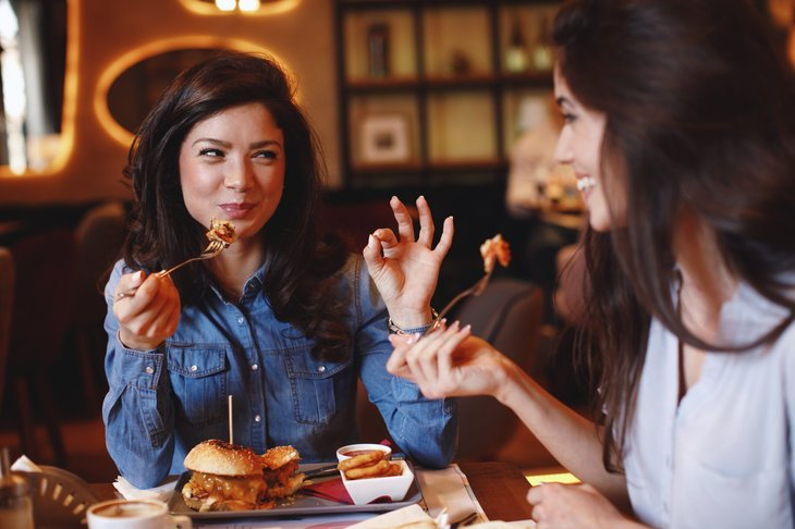 Women eating lunch at a restaurant