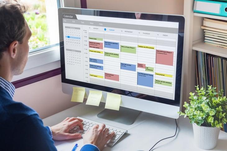 Man using a digital calendar on his computer