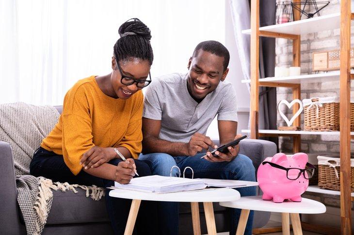 couple applying for mortgage refinance