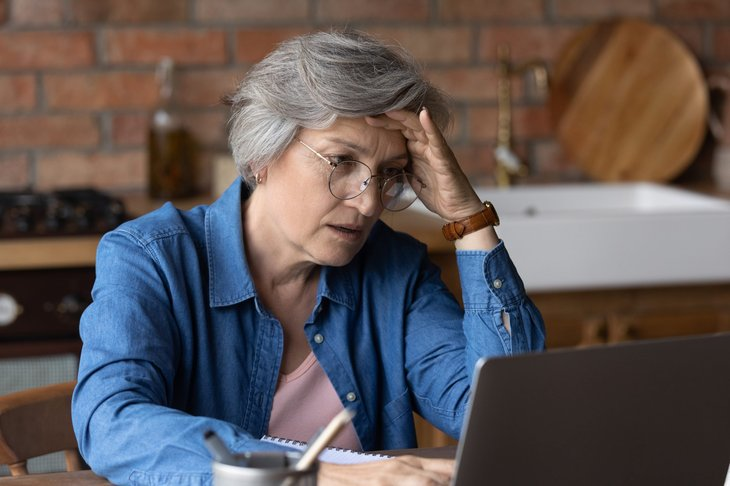 Senior woman who is victim of a scam