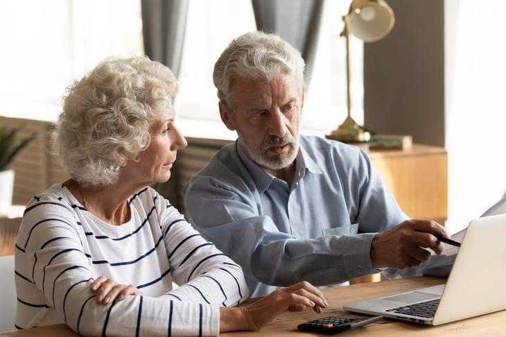 Senior couple planning retirement expenses