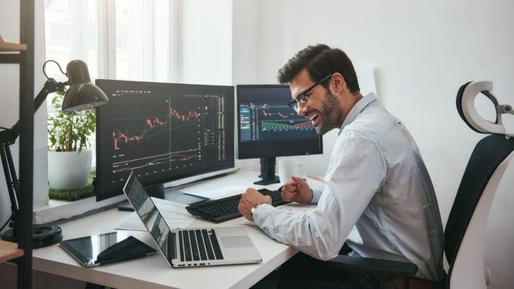 Man trading stocks