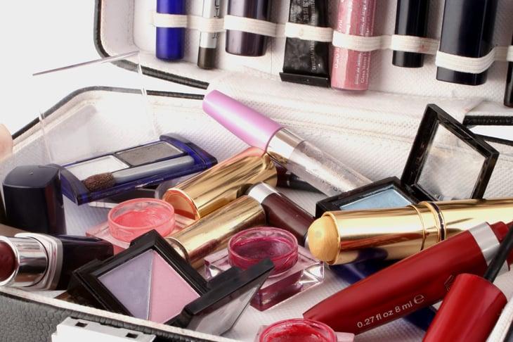Makeup clutter