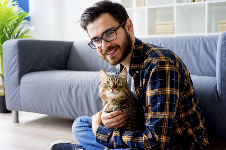 Man holding his cat