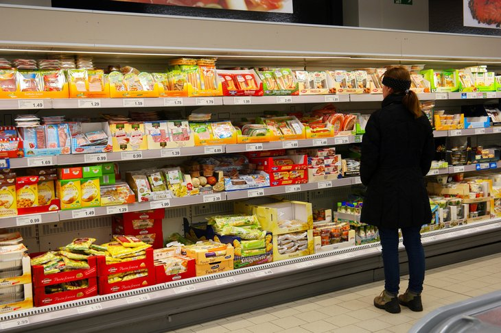 Woman shopping for groceries at Aldi