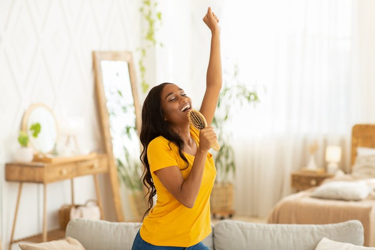 woman singing into hairbrush